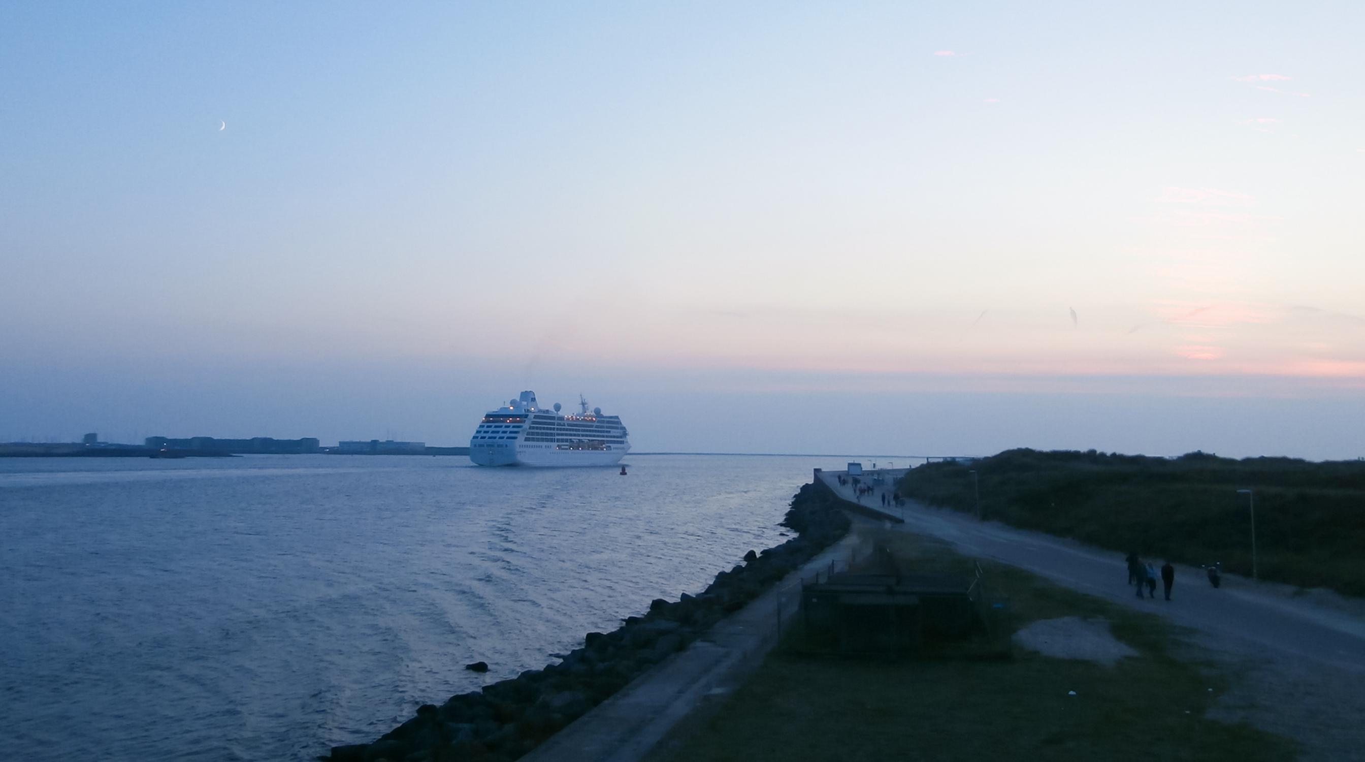 cruiseschip-noordpier-boot-uitzwaaien